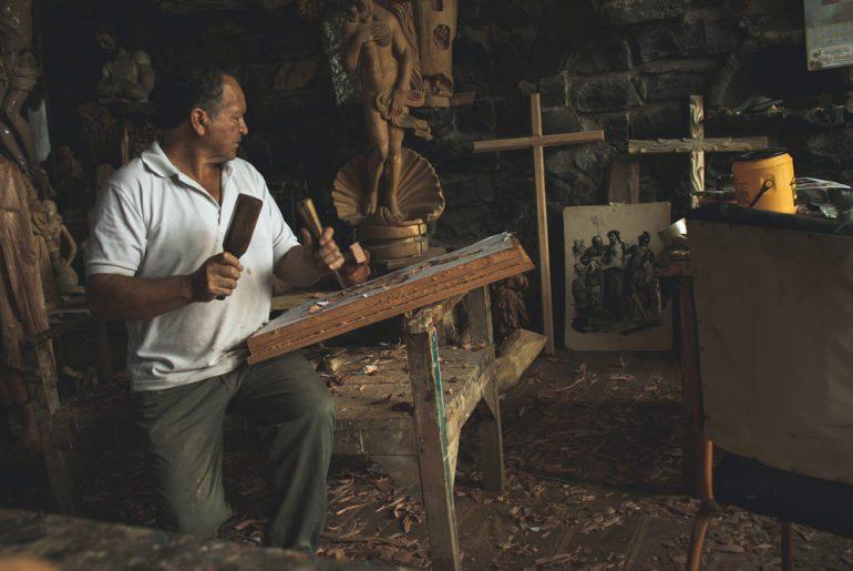 Sculptor artist and sculptors for home decor